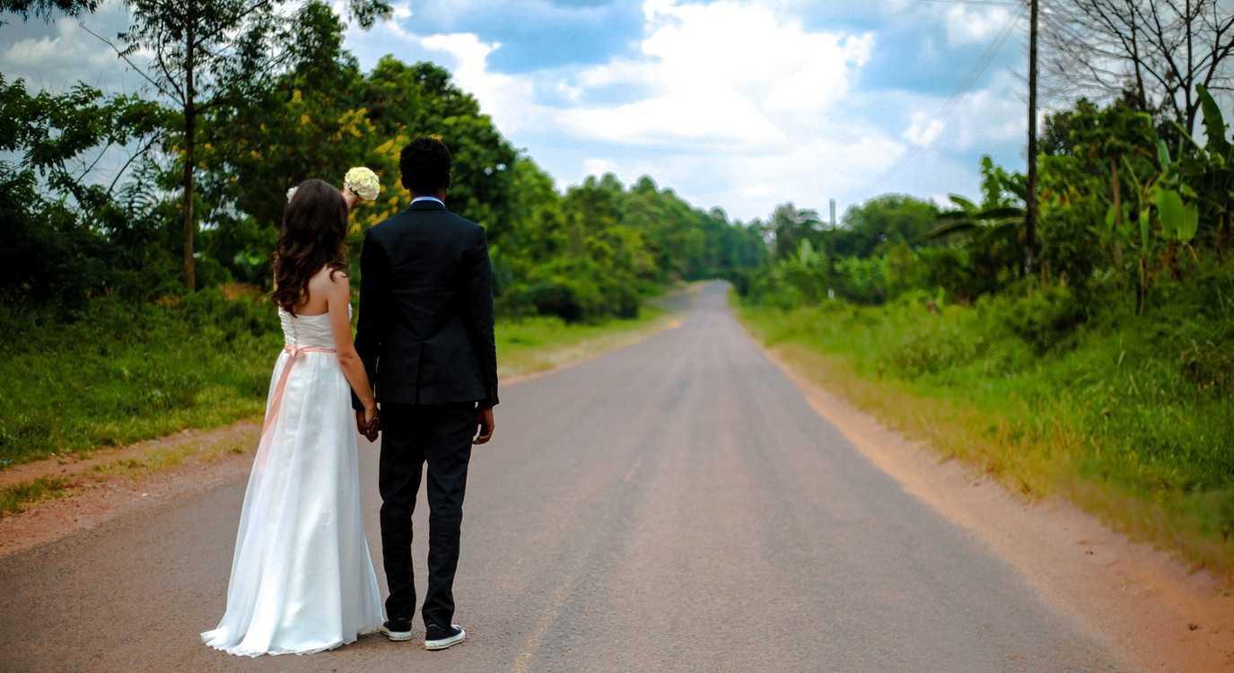 Приворот по свадебной фотографии